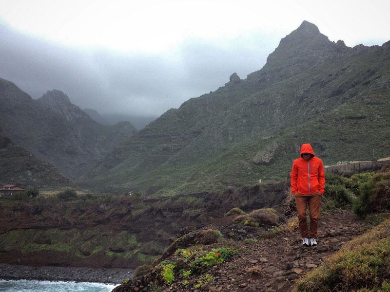 Góry Anaga pokryte mgłą i chmurami, Teneryfa północna