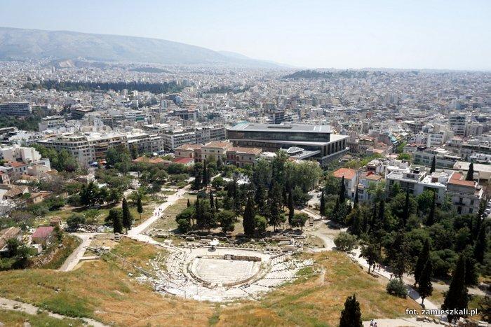 Ateny Grecja: widok z Akropolu na teatr Dionizosa