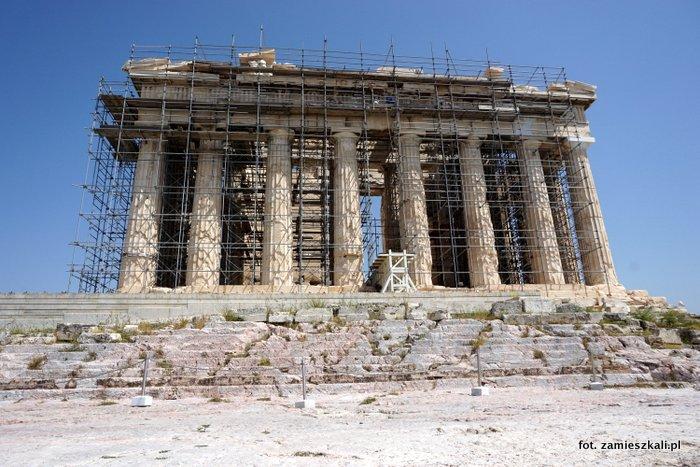 Akropol Ateny: widok na Partenon