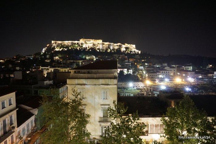 Akropol Ateny: widok na Akropol nocą