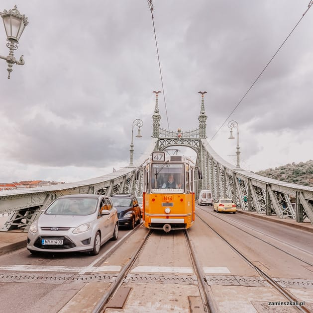 Budapeszt atrakcje. Most wolności i słynne żółte tramwaje.