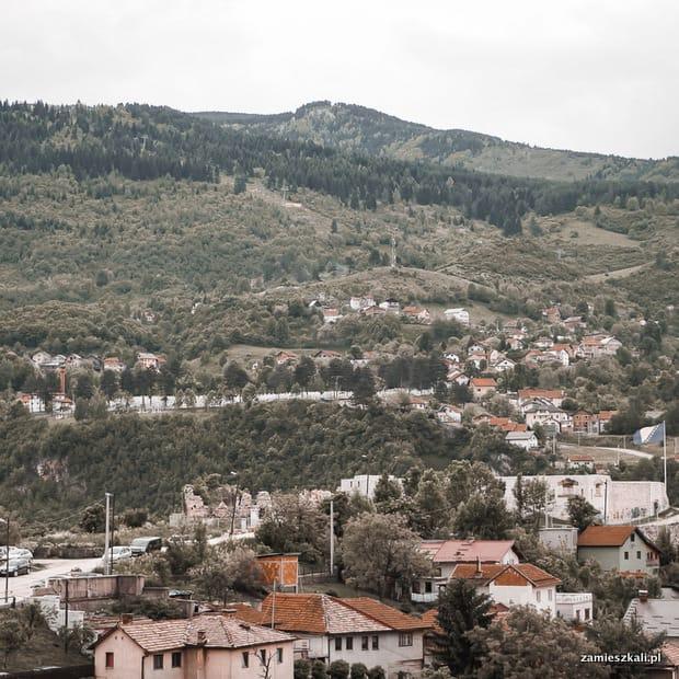 Zwiedzanie Sarajewa: widok na wzgórze Trebević.