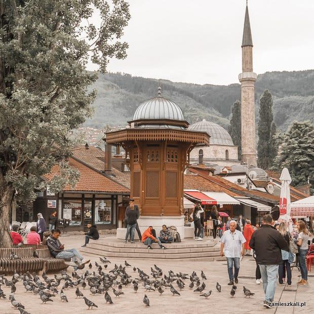 Zwiedzanie Sarajewa: Stare Miasto Sarajewo, studnia Sebilj.