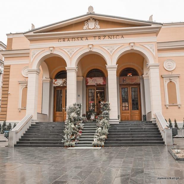 Zwiedzanie Sarajewa: Markale Targ w Sarajewie.